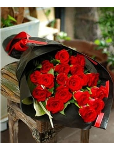 1 Dozen red roses bouquet